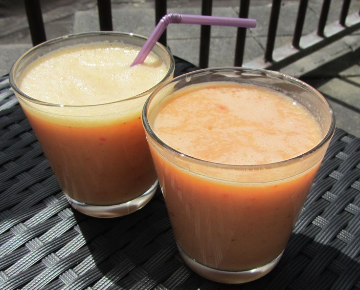 Een smoothie is ideaal als gezond tussendoortje, en met wat lijnzaad een voedzaam ontbijt! Lijnzaad is vezelrijk,bevordert de spijsvertering enhelpt afvalstoffen sneller af te voeren.Doe 6 aardbeien, een banaan, een scheut yoghurt en een eetlepel gebroken lijnzaad in een blender. Een paar seconden mixen en mmm de super food smoothie... Read More