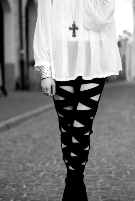 love the bandage leggings and the loose white top! stunning <3