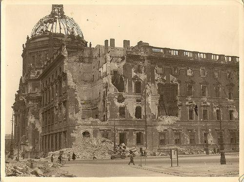 Sommer 1945, Stadtschloss, Unter den Linden
