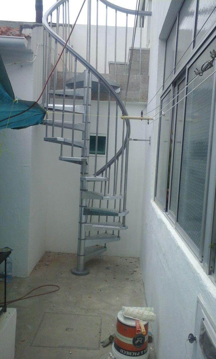 Instalação de escada em caracol exterior