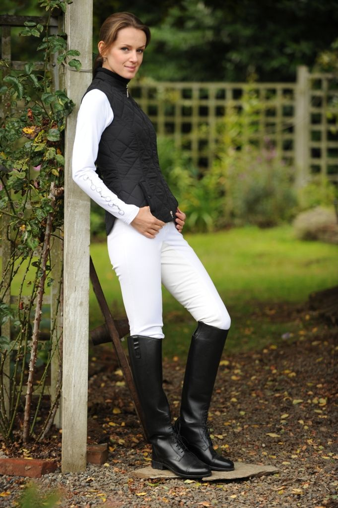Classic Quilted Vest From Arista Very Fitted Comes In