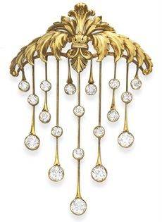 AN ANTIQUE DIAMOND AND GOLD BROOCH. Designed as a gold openwork plaque of graduated scrolling acanthus leaves, suspending gold knife-edge fringe with collet-set rose-cut diamond terminals, mounted in gold, circa 1890.
