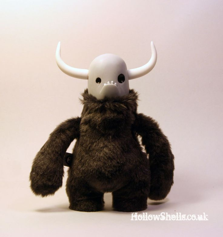 YOWL - plushie monster art toy with resin head & horns. $65,00, via Etsy.