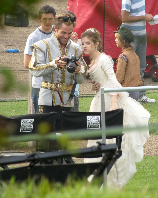 """Chris Pine And Anna Kendrick Hang Out On The Set Of """"Into The Woods"""" SO EXCITED FOR THIS MOOOOVVVIEEEE!!!! I CAN SECOND THAT EXCITEMENT"""