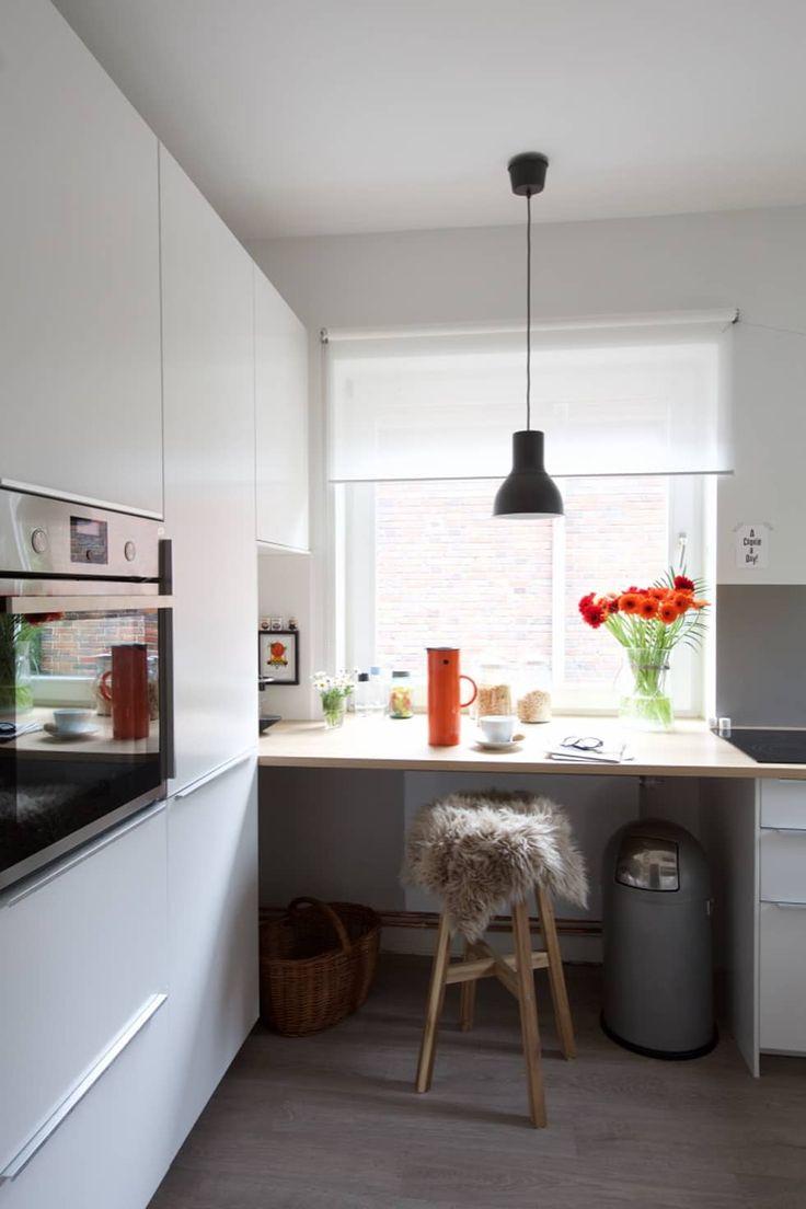 3.Rezept: Arbeitsfläche optimieren: Arbeitsfläche wird bei Bedarf zum Essplatz.: moderne Küche von Birgit Knutzen Innenarchitektur