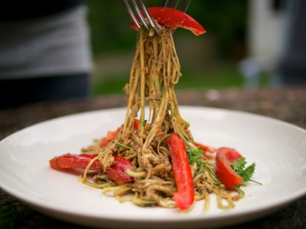 Courgetti Spaghetti with Sundried Tomato & Almond Sauce | The Flexi Foodie