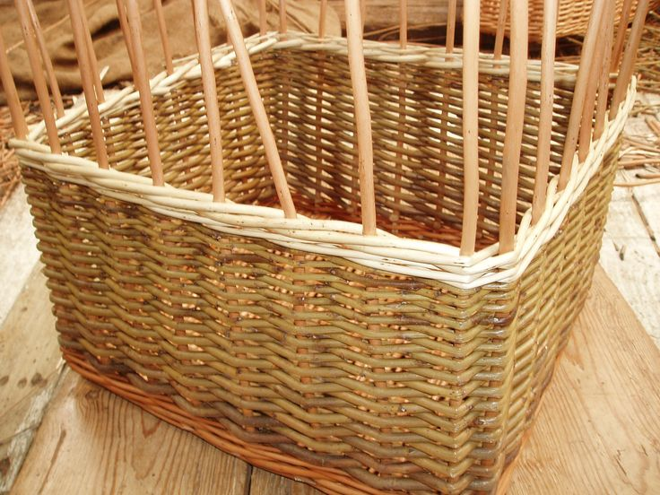 The base and uprights of this basket are buff willow and the main weave 'green' but we're adding a band of white below and above the finger holes.