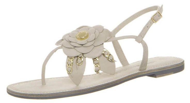 Le scarpe color carne hanno la straordinaria capacità di rendere bellissime le gambe! Ecco i modelli piu' trendy.http://www.sfilate.it/222435/scarpe-color-carne-perche-ogni-donna-dovrebbe-averne-paio
