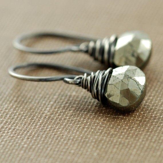 Draad gewikkeld Pyrite oorbellen Sterling Zilver, Boheemse sieraden, zwarte en gouden oorbellen