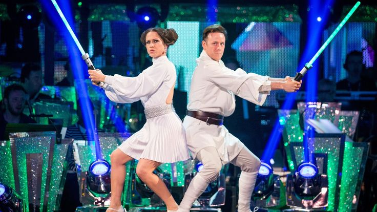 Kellie Bright & Kevin Clifton Charleston to 'Cantina Band' - Strictly Co...