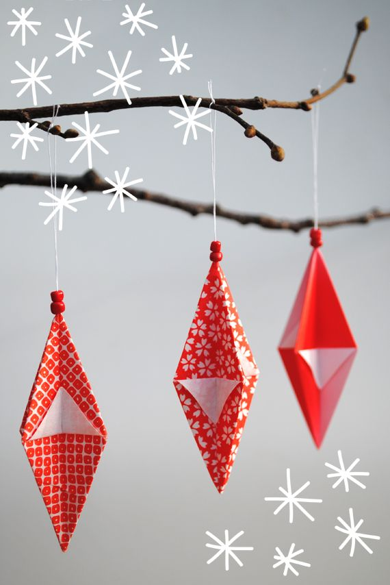 Festive origami decorations http://www.minieco.co.uk/origami-hanging-decorations/