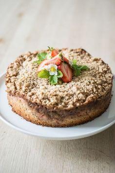 Rabarber jordbær crumble kage med kondenseret mælk