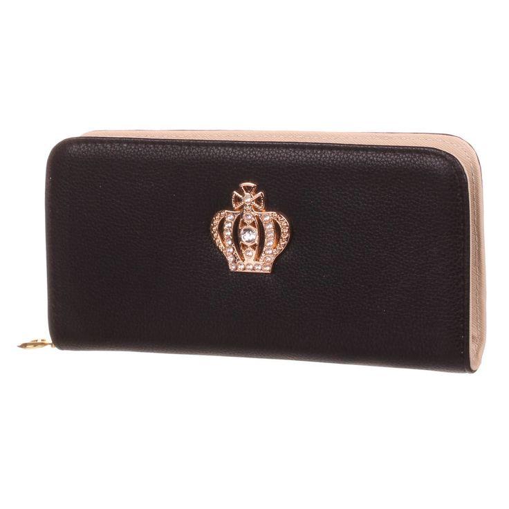Diese elegante Geldbörse aus hochwertigem Lederimitat zeigt sich in einer länglichen Form mit wunderschön besetzter Strassstein-Krone auf der Front. Ihre Wertsachen wie Bargeld, Ausweispapiere sowie Kreditkarten werden in den diversen...