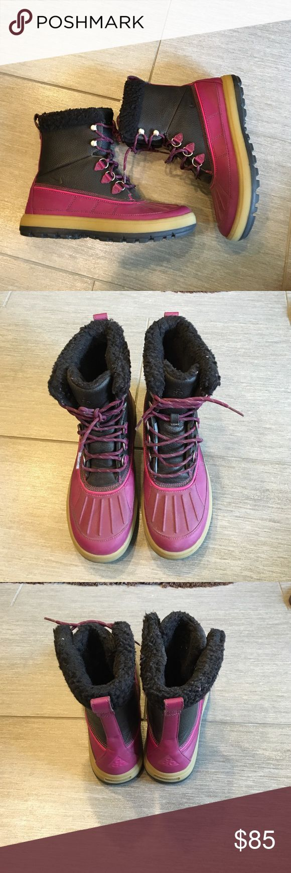 NIKE ACG Duck Boots These women's Nike boots are super cute and warm! These stylish nikes can go with snow gear, cute skinny jeans, or even a cute Nike sweat suit. I only wore them a handful of times. A couple scratches inside of right boot on leather (pic#4) Good in rain or snow! Nike Shoes Winter & Rain Boots