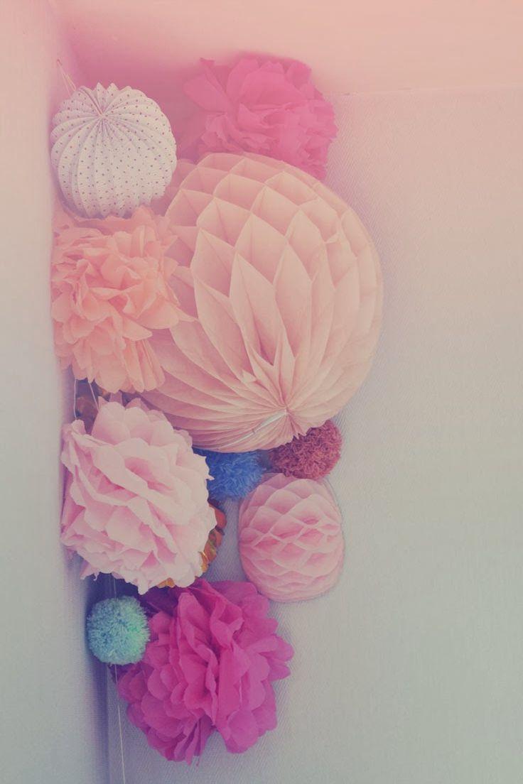 diy suspension pompons en papier, diy boule alvéolée, diy pompons papier fleur