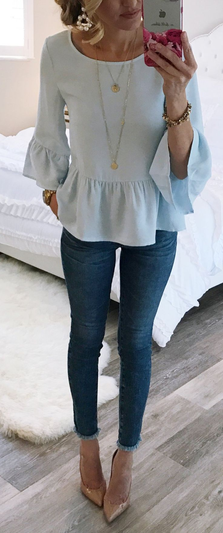 Blue Top & Navy Skinny Jeans & Beige Pumps