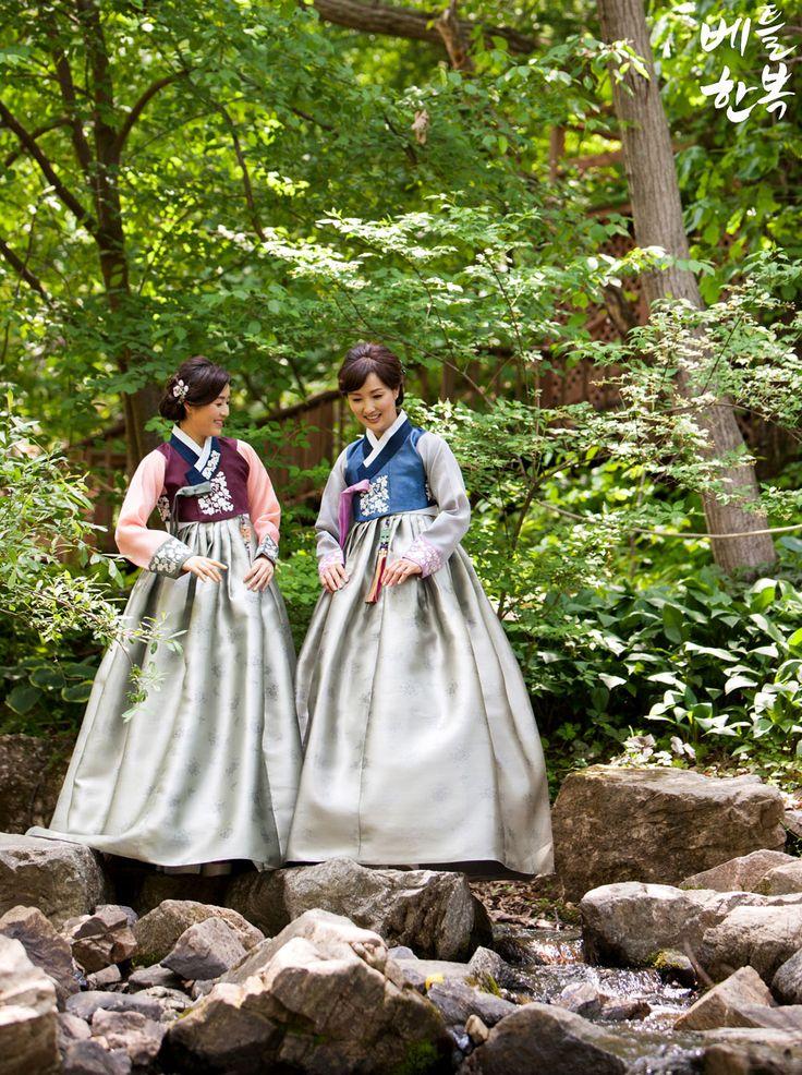 #summer #valley #hot  #motherhanbok #hanbok  #korean 오늘처럼 더운 날에는 시원한 계곡이 생각나네요~ ^^