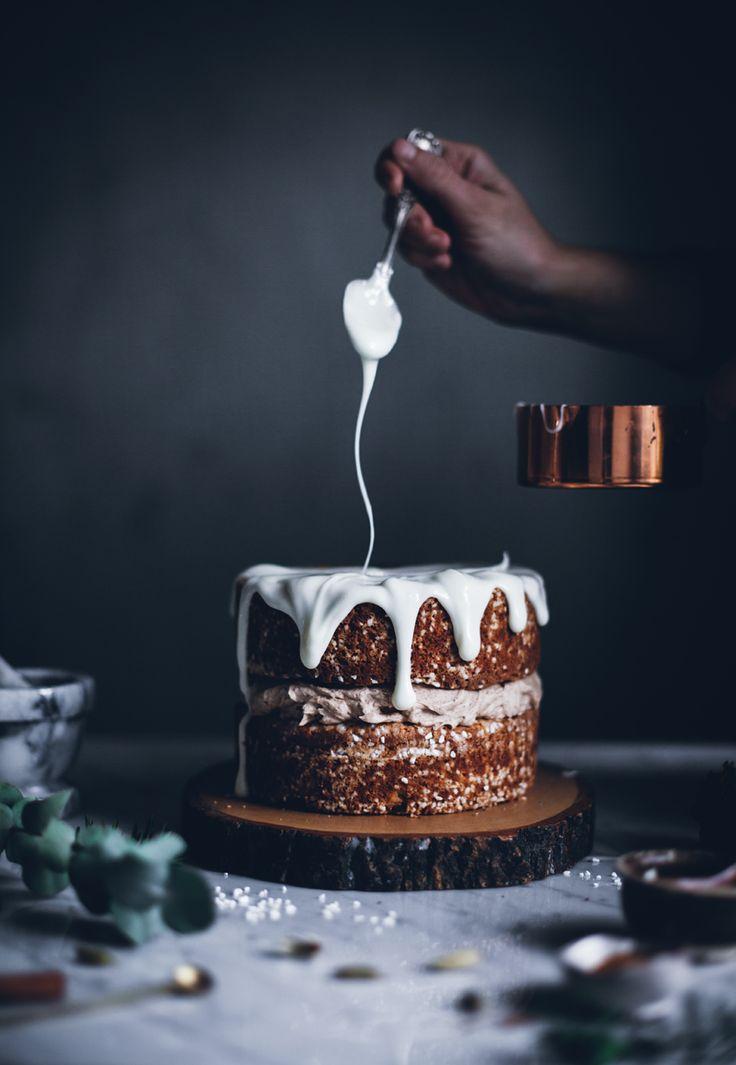 Cinnamon bun cake with lingonberries