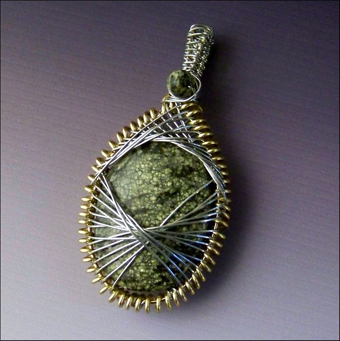 Peruvian Weave Encased Stone Pendant   JewelryLessons.com - awesome weave