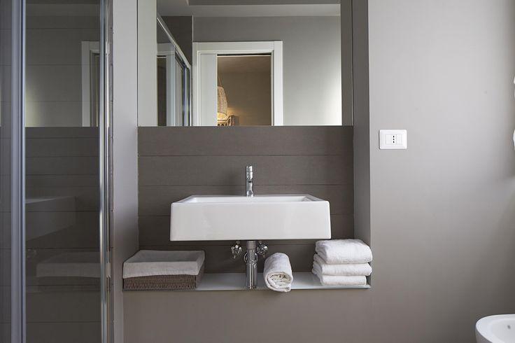 Semplicità e ricercatezza.  #residence #apartment #bathroom #Catania #Sicily #travel #holiday #leisure #businesstravel #design #luxury #style