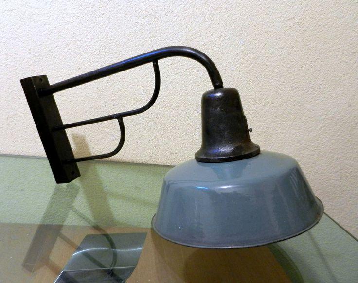 zewnętrzna lampa industrialna