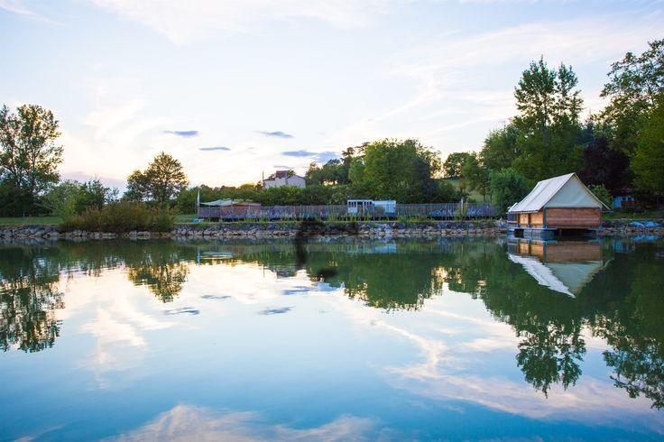 Cabane insolite sur le lac de Lamontjoie