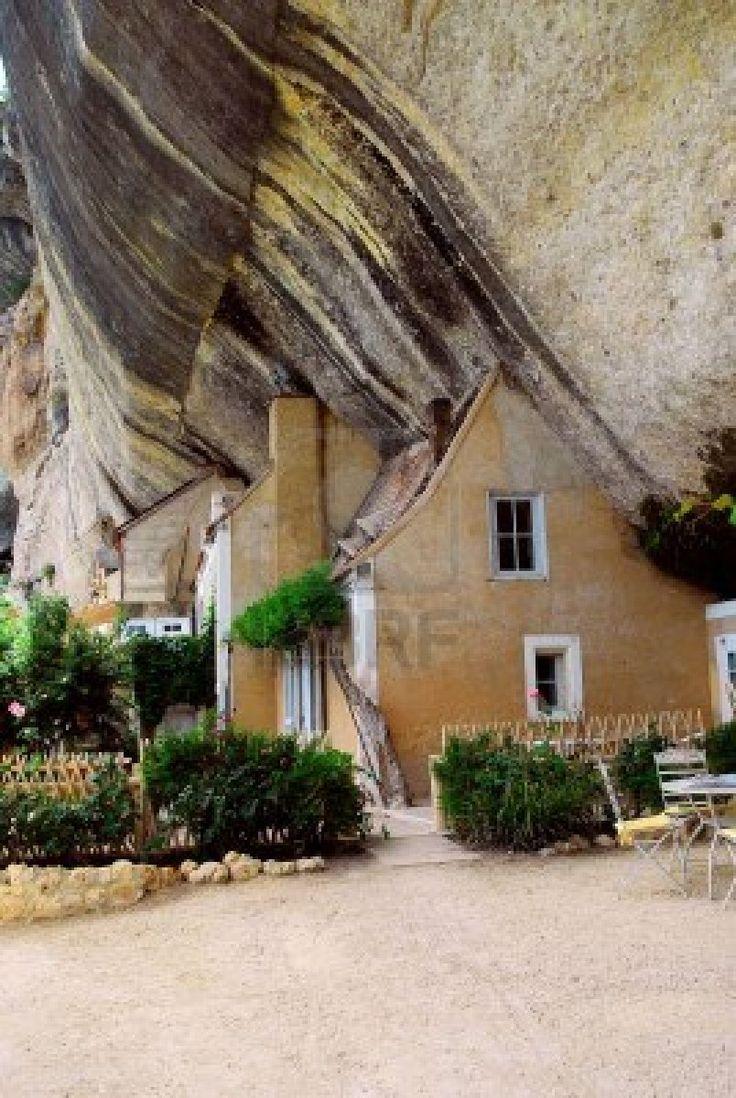 Les Eyzies, Dordogne.                                                       …                                                                                                                                                                                 Plus