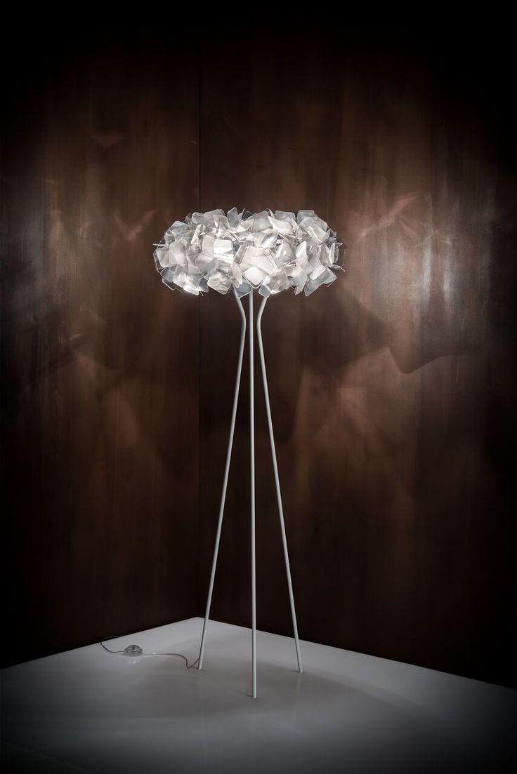 Ningún proyecto de interiorismo está completo si no se incluye una luminaria sorprendente, y es que las lámparas de techo o de piso, no solo ponen los acentos en la decoración, sino que por sí mismas pueden ser piezas de conversación. Incluso, hay modelos tan espectaculares que toda la decoración termina girando en torno a …