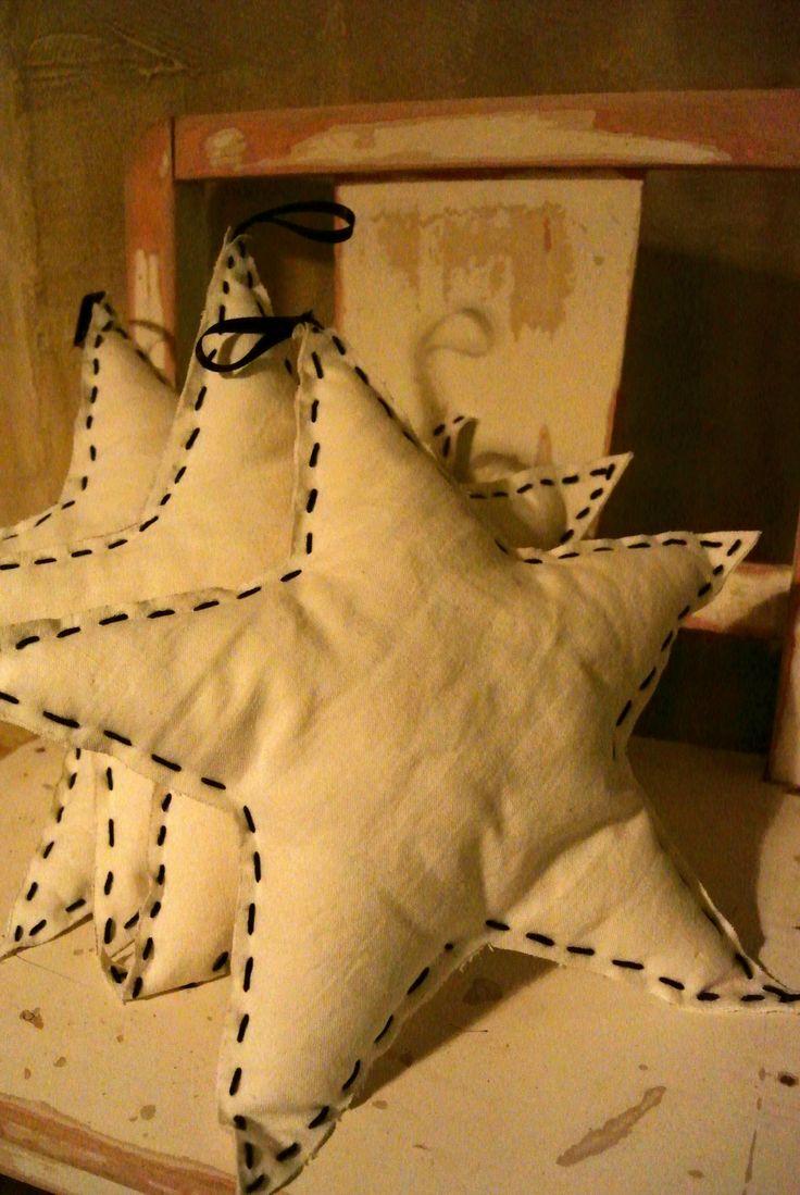 Très jolis coussins en forme d'étoiles