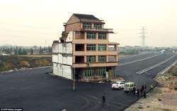 Chinese eigenaars houden vast aan huis midden op weg - AD.nl