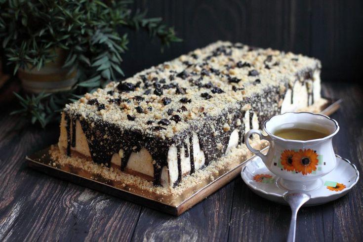 """Для тех, кто любит побаловать семью вкусным десертом к чаю. """"Сметанник"""" от Маруси Манько. Предупреждаю сразу - рецепт очень подробный, возможно от этого для профессионалов слегка занудный, но прежде чем начать чертыхаться, вспомните, что рецепт рассчитан на """"чайников"""". Да и вообще, просто для того, чтобы тортик наверняка удался каждому. Если честно, то этот торт я всегда готовила """"на глаз"""", так что чуток больше чего или меньше - не страшно, всё равно будет очень ..."""