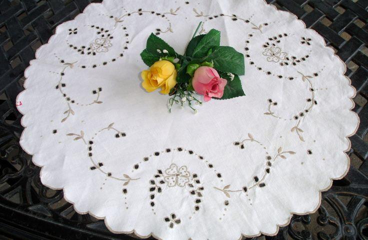 "Madeira Centerpiece Doily, European LInen, From Portugal, 1950s decor, 18.5"" round, Vintage decor, European decor, Dresser linens by MAISONDELINGE on Etsy"