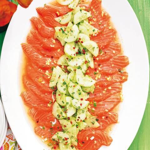 Heiß marinierter Lachs mit Gurken-Salsa