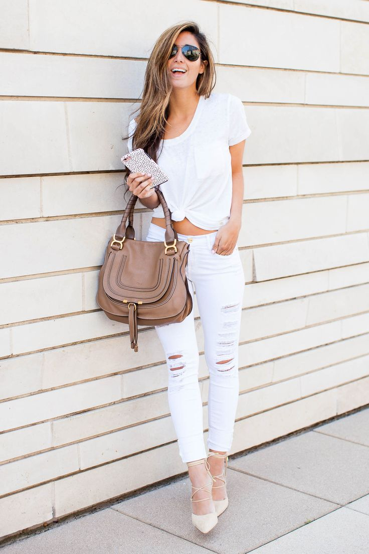 The Darling Detail wears jeans and tee combo