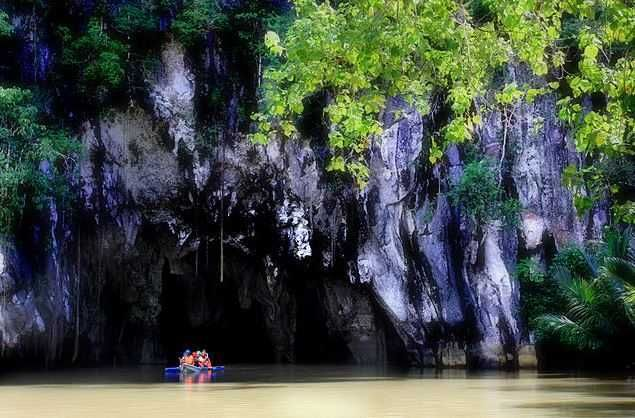 Puerto Princesa Underground River - Top 10 Famous Underground Caves in the World  http://www.traveloompa.com/top-10-famous-underground-caves-in-the-world/