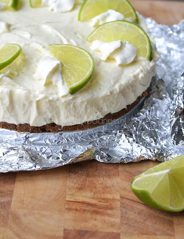 limoencheesecake:  130 gram Bastognekoeken -  50 gram ongezouten roomboter -  sap van 2 limoenen -  1 theelepel geraspte limoenschil -  1 blikje gecondenseerde melk -  200 gram Monchou -  200 milliliter slagroom -  1 zakje klopfix