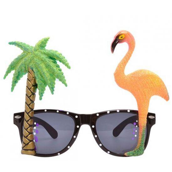 Hawaii thema bril met flamingo glazen. Hawaii of tropisch feestje? Bij Fun en Feest vind je de leukste Hawaii feestartikelen, kostuums en accessoires. Toppers Crazy Summer accessoires tip!