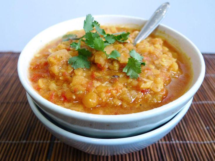 Dahl is een heerlijk bijgerecht van linzen of spiterwten uit de Indiase keuken, vol met specerijen. Je maakt het gemakkelijk zelf!  | http://degezondekok.nl