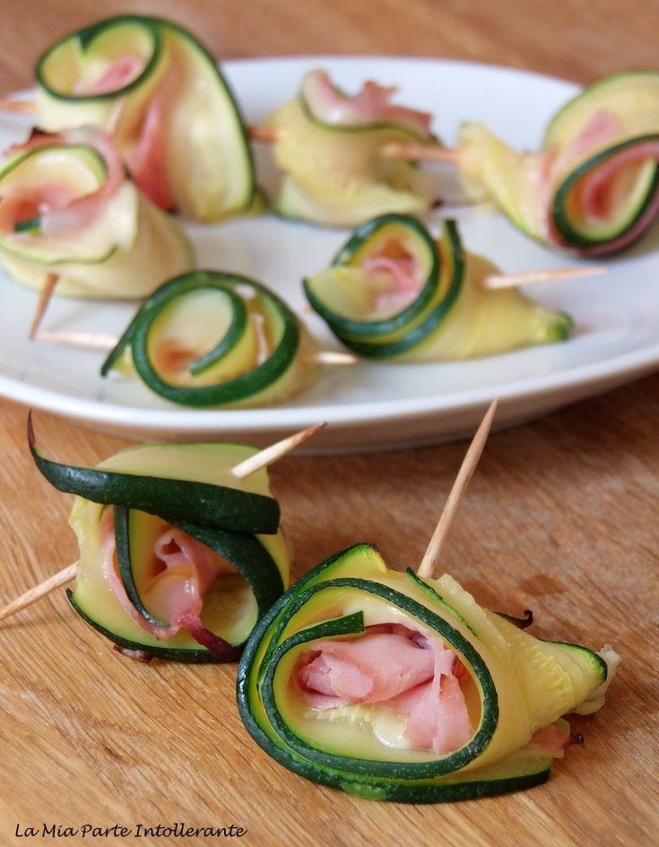 Involtini di zucchine con provola affumicata e prosciutto cotto. Ottime per un aperitivo in compagnia!