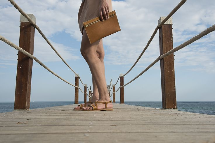 K.Jacques Saint-Tropez - Elegance and simplicity with the Flavia style and the Tanagra clutch. Model available on www.kjacques.fr