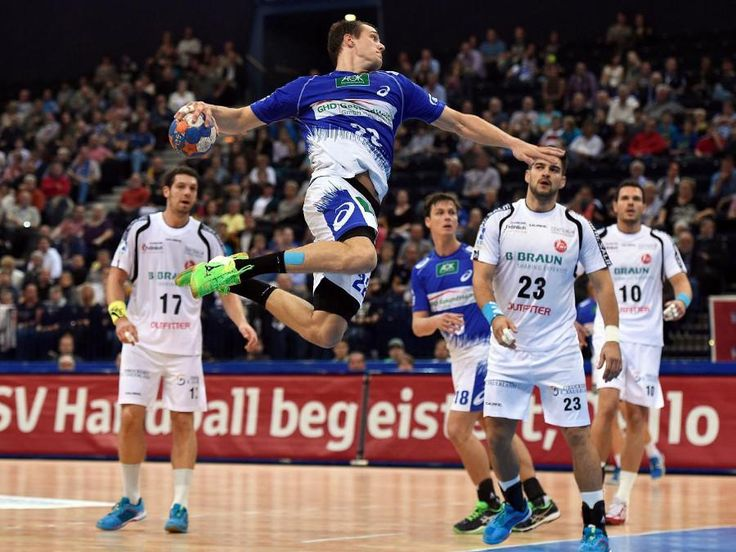L'incroyable but 360° marqué par le français Kentin Mahé du @hsvhandball ! http://handnews.fr/2014/video-le-superbe-360-de-kentin-mahe/ … #handball #buzz