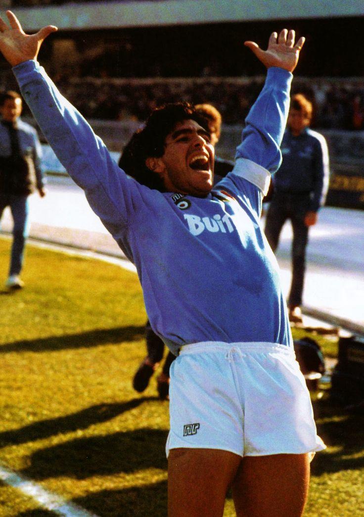 Grito de gol. Diego Armando Maradona en #Napoli, 1988. El 10, dedica su gol a…