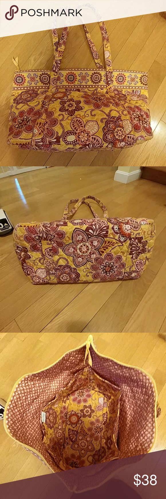 Large Vera Bradley travel bag Beautiful print! Like new condition. Pocket on front. 6 interior pockets to stay organized. Vera Bradley Bags