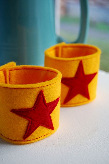 super star wrist cuffs tutorial by LolaNova, via Flickr I am going to need some for a superhero party