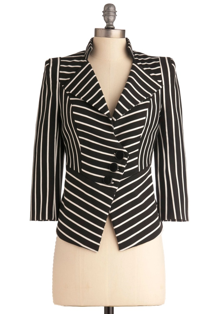 Borderline obsessed with this incredibly chic striped blazer. The material is really casual and comfortable while the cut is really structured. It's the perfect combo!