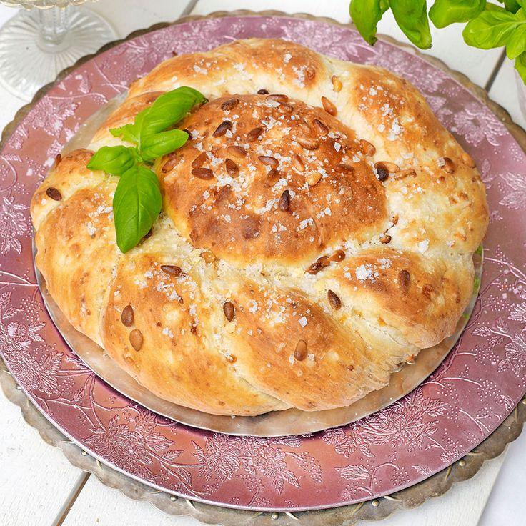 Läckert buffébröd med Västerbottensost och pinjenötter.