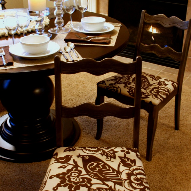 Reupholster dining room chairs craft ideas and diy for Ideas for reupholstering dining room chairs