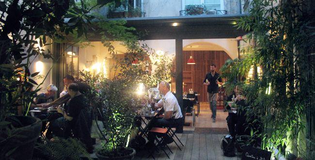 Le patio du Jaja, 3 rue Ste Croix de la Bretonnerie, 4°