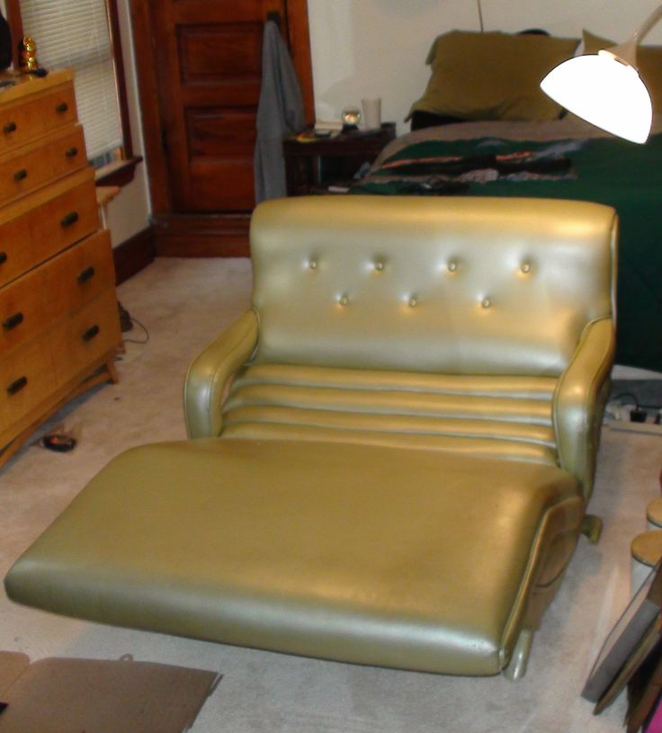 Offering a vintage reclining midcentury chaise lounge chair. Easily one of the most comfortable chairs you will ever own. Great for TV watching, reading and ...