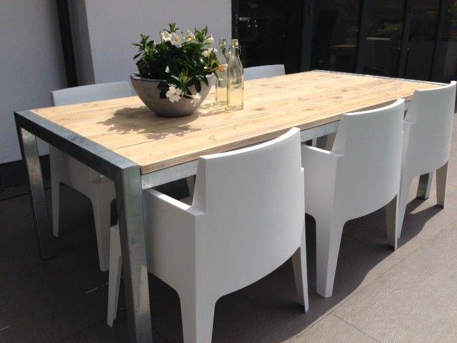 Mooie steigerhouten tafel met frame van verzinkt staal | Designtuinmeubels.nl